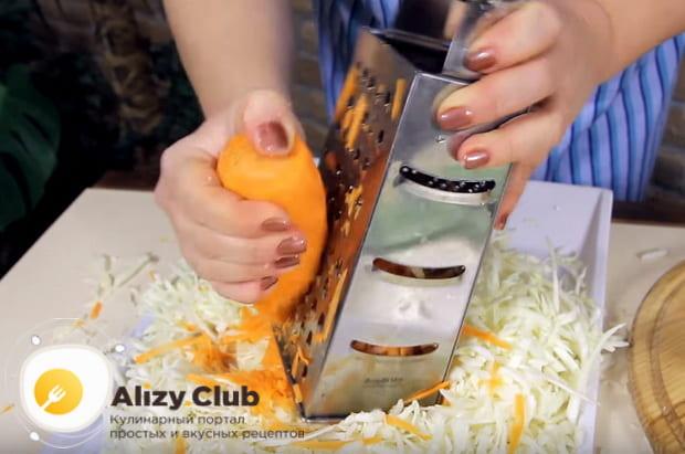 морковь шинкуем на крупной терке