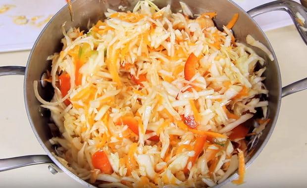 Как сделать салат Витаминный из капусты и моркови по пошаговому рецепту с фото