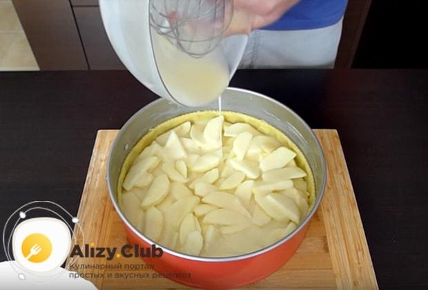 Подробный рецепт яблочного пирога на сметане