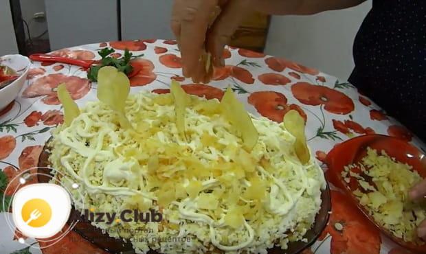Готовим классический салат Парус с чипсами по пошаговому рецепту с фото и видео