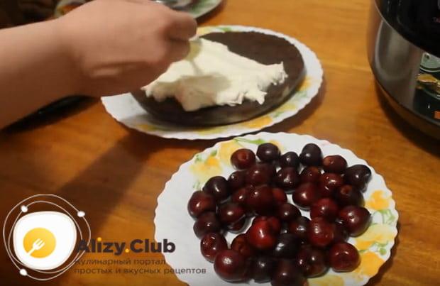 Подробный рецепт приготовления шоколадного пирога с вишней в мультиварке