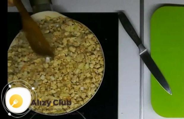 Добавляем отварной и остывший рис