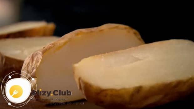 Для приготовления ньокки берем два вареных картофеля