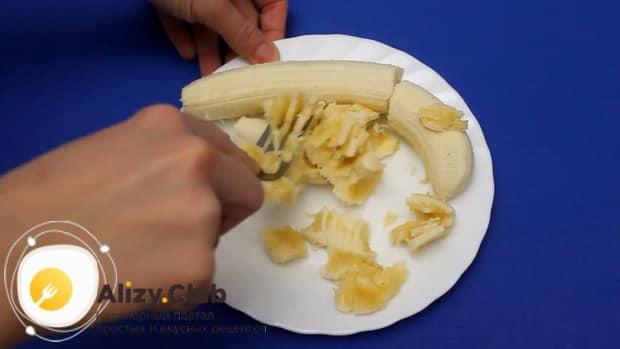 Для приготовления бананового пирога по простому рецепту приготовьте все ингредиенты.