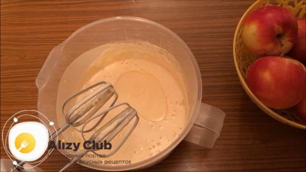 Для приготовления блинов на ряженке добавьте масло.