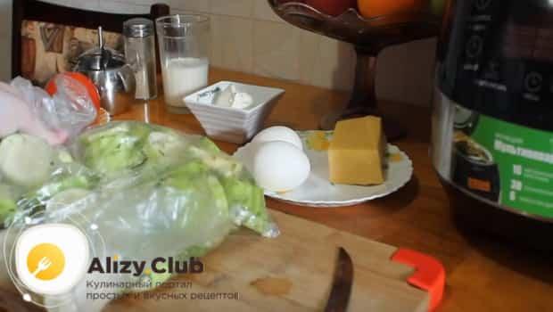 Кабачок, зелень и чеснок кладем в пакет