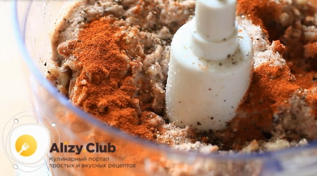 Для приготовления паштета из красной фасоли добавьте специи.