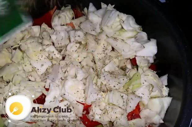 выкладываем слой нашинкованной капусты