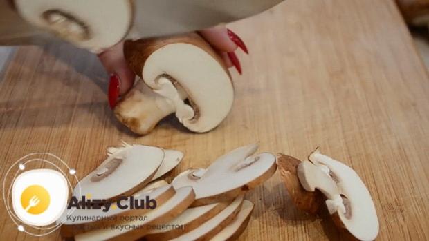 Смотрите как готовится запеканка с грибами и картофелем в духовке