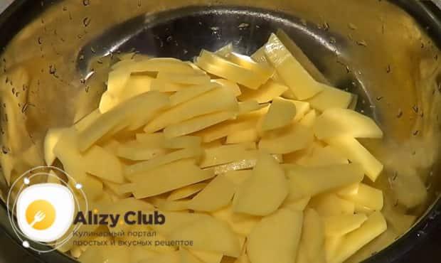 Попробуйте приготовить картошку с мясом в рукаве запеченную в духовке