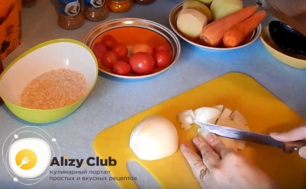 нарезаем луковицу