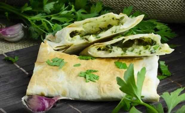 Как сделать рулет из лаваша с сыром и зеленью по пошаговому рецепту с фото
