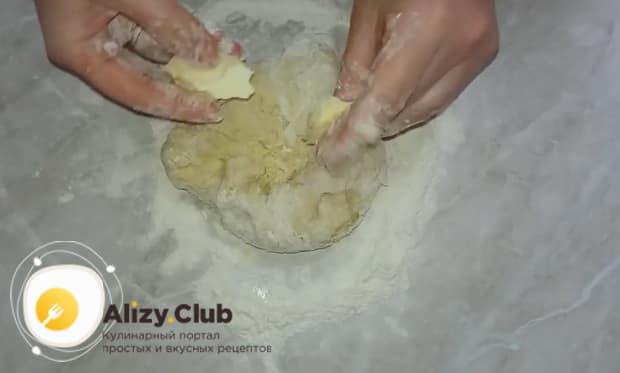 Для приготовления котлет в тесте  добавьте в тесто масло.