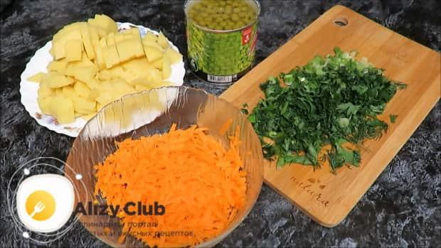 Подготовьте ингредиенты для приготовления овощного супа с зеленым горошком