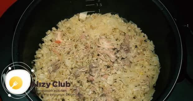 Для приготовления перловой каша с мясом, закройте крышку мультиварки.