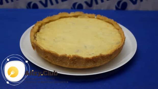 Вкуснейший банановый пирог со сметаной готов.