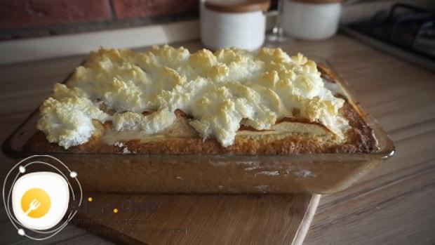 Вкусный творожный пирог с яблоками готов.