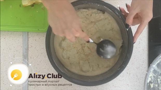 Вкусный пирог с творогом и яблоками можно приготовить в мультиварке