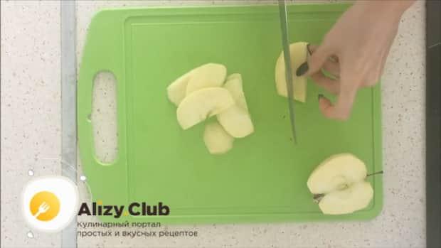 Приготовьте быстрый яблочный пирог, по простому рецепту в мультиварке.
