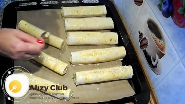 Посыпьте пирожки кунжутом., для приготовления пирожков из лаваша,