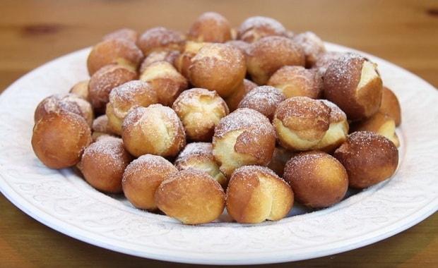 Как пожарить пышные пончики на сгущенке по пошаговому рецепту с фото