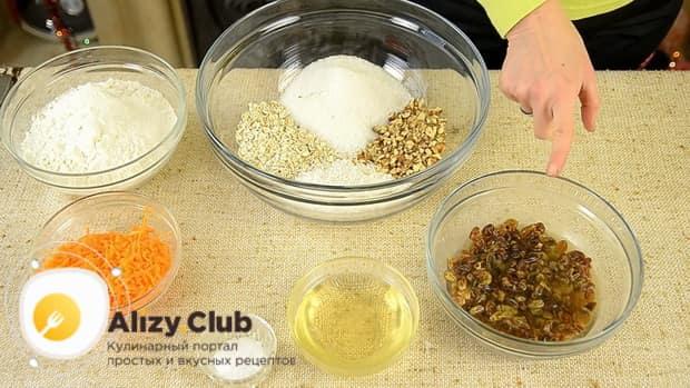 Приготовьте все ингредиенты для приготовления морковного печенья.