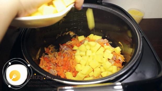 По рецепту, для приготовления супа из куриных сердечек добавьте картофель.