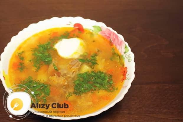 Вкусный суп с куриными сердечками по рецепту для мультиварки готов.