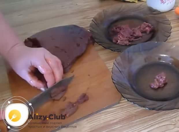 Попробуйте приготовить салат обжорка с печенью по пошаговому рецепту с фото.