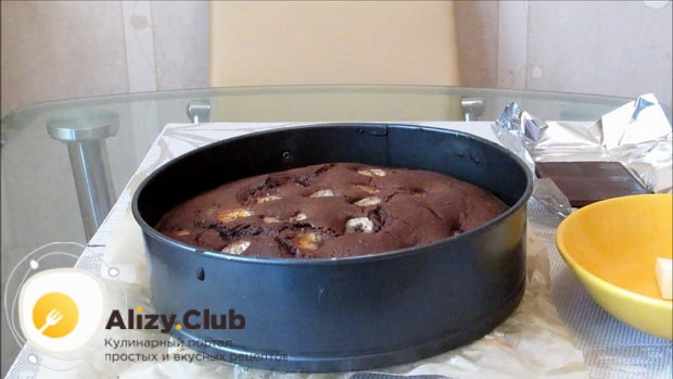 Для приготовления шоколадного пирога с бананом, разогрейте духовку.