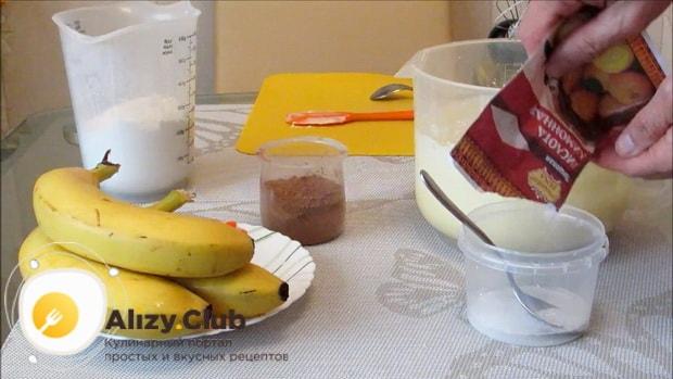 Для приготовления шоколадного пирога с бананом, погасите соду.