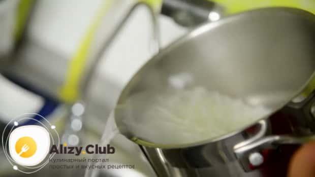 Для приготовления супа фо бо слейте водку с лапши.