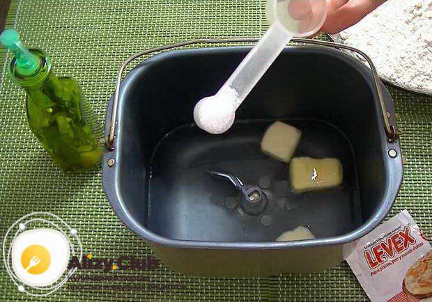 Добавьте 3,5 чайные ложки соли