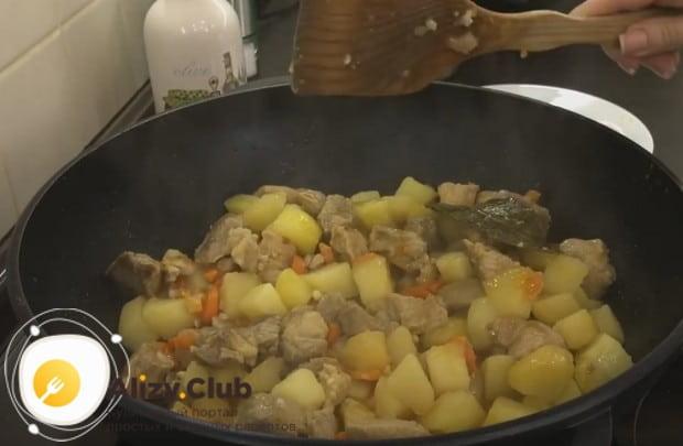 Надеемся, вы одобрите такой рецепт жаркого по-домашнему из свинины.