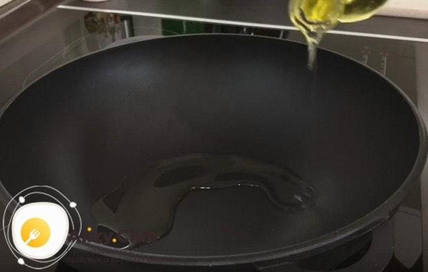 По этому рецепту с фото можно готовить жаркое в казане, в сковороде ВОК или даже в простой.