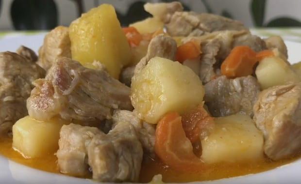 Как сделать жаркое из свинины с картошкой по пошаговому рецепту с фото