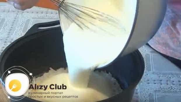 Перемешиваем рис с заливкой