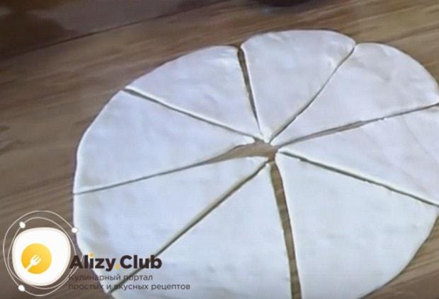 Разрезаем круг на 8 одинаковых треугольников.