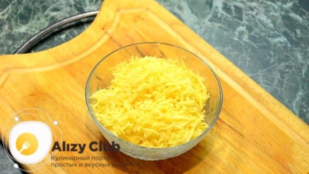 Далее натираем на терке 180 г твердого сыра