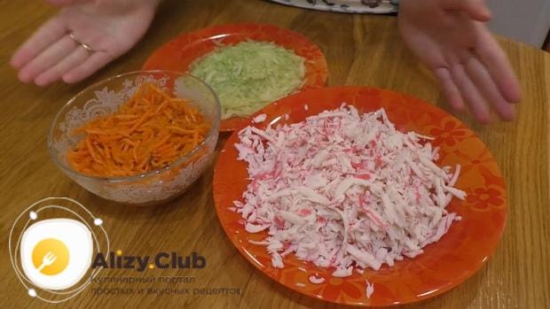 Для приготовления лаваша с корейской морковкой подготовьте ингредиенты.