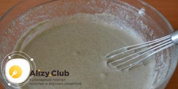 В отдельной посуде соединяем 450 миллилитров воды с 185 граммами ржаной муки
