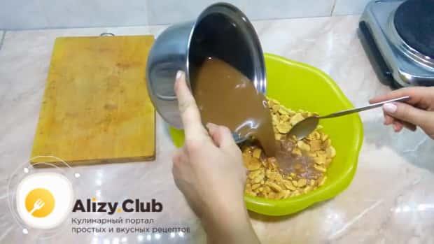 Как готовится шоколадная колбаска из печенья с орехами