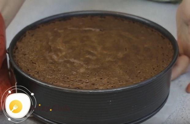 Около 50-ти минут займет выпечка такого бисквита в духовке.