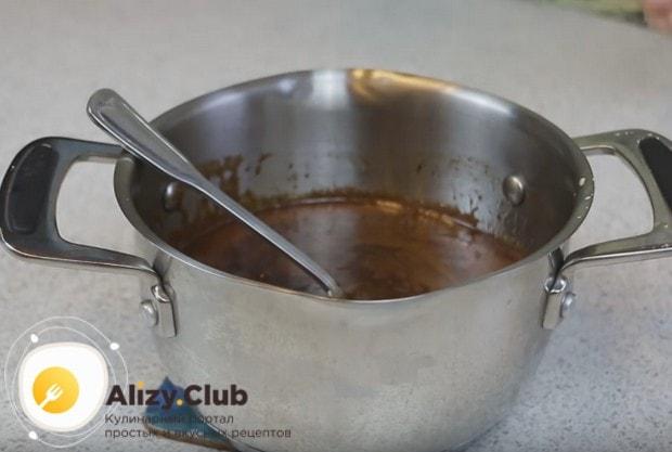 Когда смесь станет однородной, снимаем ее с плиты и ставим остывать.