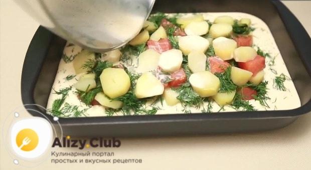 Вливаем яично-молочную смесь и ставим форму с запеканкой в духовку