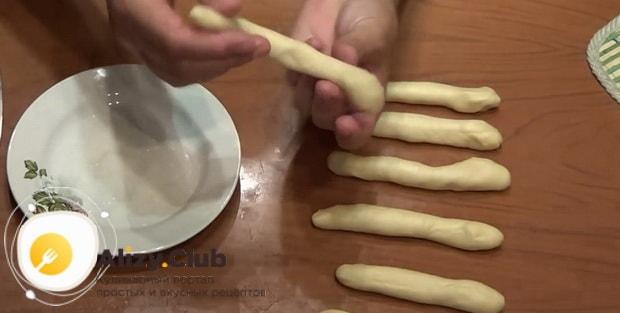 Приготовьте печенье из пива по простому рецепту.