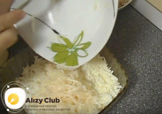 Этот салат Черепаха мы готовим по рецепту с курицей и яблоком.