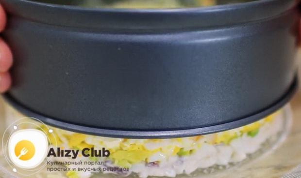 Снимите форму для приготовления салата нежность