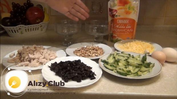Подготовьте все ингредиенты для приготовления салата нежность