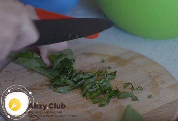 Приготовьте вкусный салат с черемшой по нашим рецептам с фото.